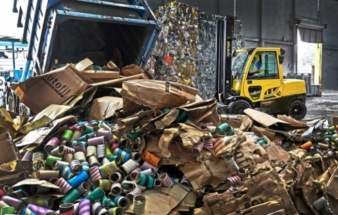 360 DEGREE HYSTER® SOLUTIONS OVERCOME INDUSTRY SPECIFIC CHALLENGES