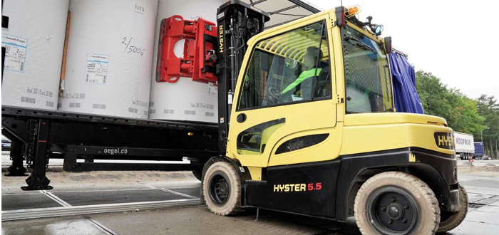 "HYSTER INTRODUCES ""DAMAGE AVOIDANCE"" SOLUTIONS FOR HANDLING PAPER REELS"